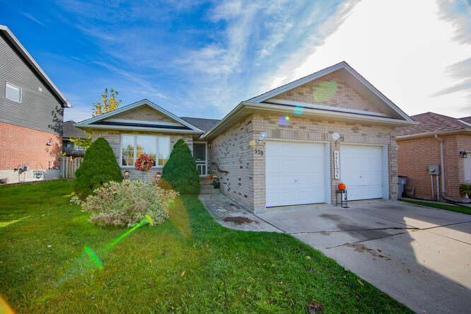 New listing in Strathroy! 539 Agnes Dr – $439,900
