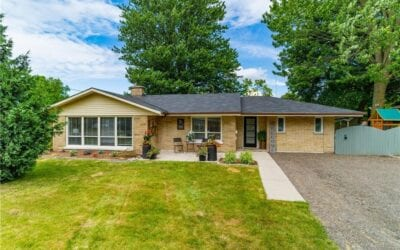 Just listed in Strathroy! 39 Head St S – $579,900