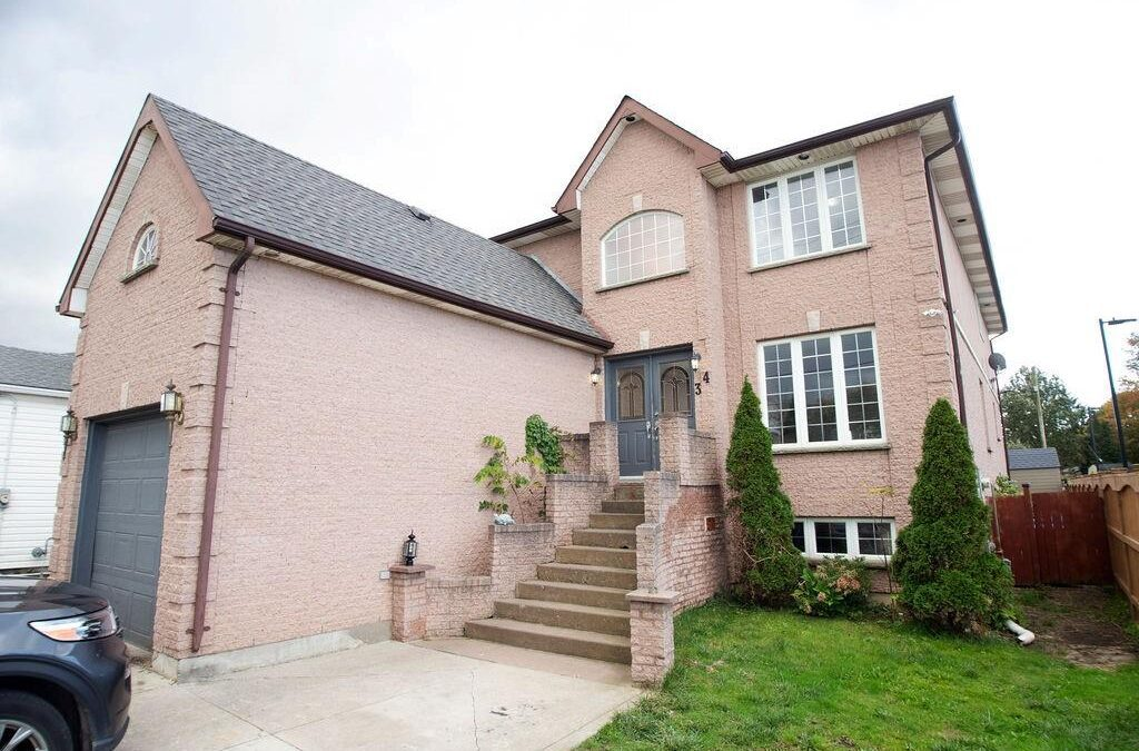 Just listed in Strathroy! 34 English St – $574,900