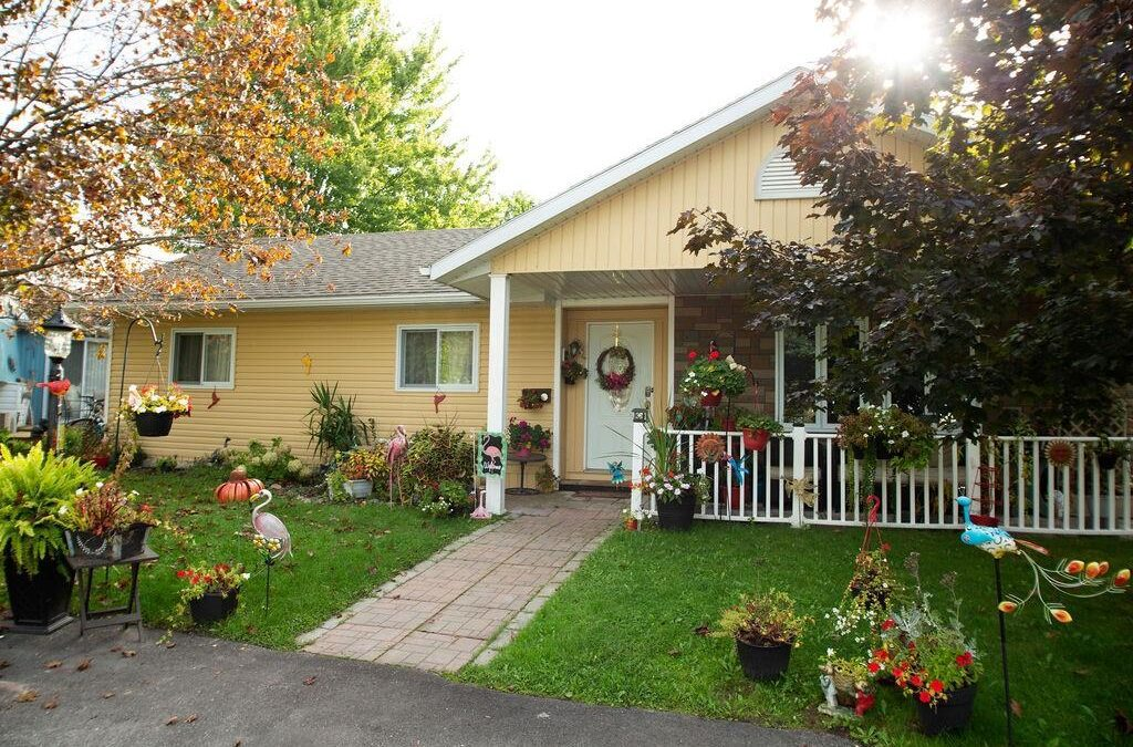 Just listed in Grand Bend! 240 South Wind Ct – $344,900
